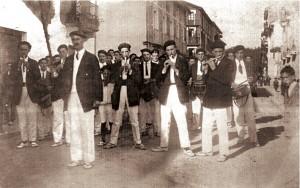 El tambor Mayor Wenches en la calle Uranzu cerca donde se ubicaba la Sociedad Los Tranquilos