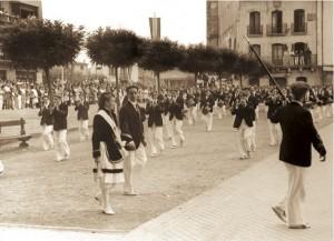 Plaza de San Juan: la cantinera Mª Pilar Fernández, el sargento Carlos Gaztelumendi y el Tambor Mayor Ricardo RodrÍguez