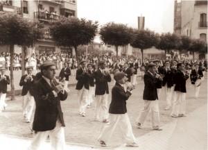 La Tamborrada desfila por la Plaza de San Juan