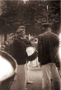 D. Teodoro Murua, director de la Banda, junto al Tambor Mayor