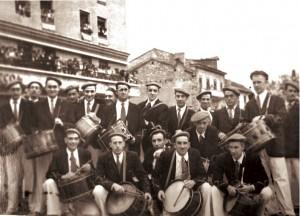 En la Plaza de San Juan, entre otros: J. Lopetegui, Alfonso Fernández, Casadevante, Fermín Mancisidor, J.J. Arzak, J. Echeverria, Vicente Urtizberea, Vicente Estomba, Agesta, Recarte...