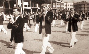 En la Plaza de San Juan. Joaquín Merino (padre), Ramon y Fermín Zaragüeta